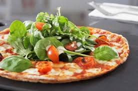 pizza insalata pomodori