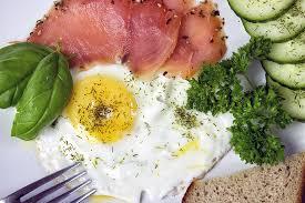uova salmone a colazione